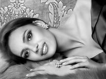 Vrouw met make-up en kostbare decoratie Stock Foto