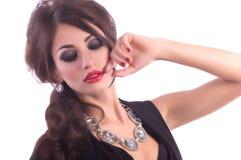 Vrouw met make-up en kostbare decoratie royalty-vrije stock afbeelding
