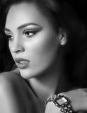Vrouw met maniermake-up Royalty-vrije Stock Afbeeldingen