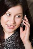 Vrouw met mobiel stock foto's