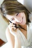 Vrouw met mobiel Stock Foto