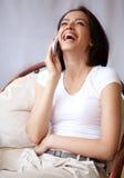 Vrouw met mobilofoon Stock Afbeelding