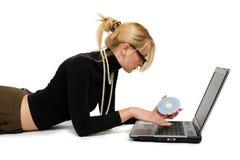 Vrouw met notitieboekje. stock afbeeldingen