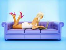 Vrouw met notitieboekje Stock Afbeelding