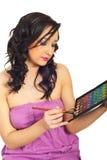 Vrouw met oogschaduwpalet Stock Foto's