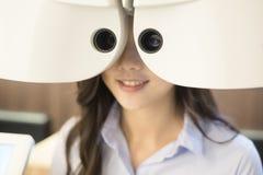 Vrouw met optometrie stock foto's