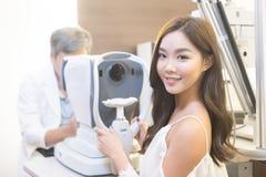 Vrouw met optometrie royalty-vrije stock foto