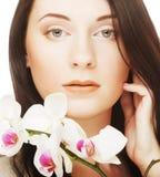 Vrouw met orchideebloem Stock Fotografie
