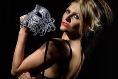 Vrouw met oud stijlmasker Stock Afbeeldingen