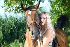 Vrouw met paard Stock Foto