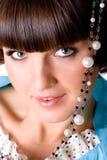 Vrouw met parelparels Stock Foto