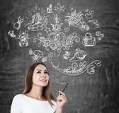 Vrouw met pen en huwelijkspictogrammen Royalty-vrije Stock Fotografie
