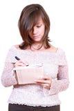 Vrouw met pen en kalender Stock Fotografie
