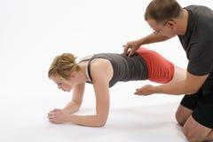 Vrouw met persoonlijke trainer Stock Foto's