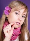Vrouw met pil van vitaminen Royalty-vrije Stock Afbeelding