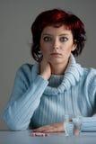 Vrouw met pillen royalty-vrije stock fotografie