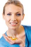 Vrouw met pillen en capsules Stock Afbeeldingen