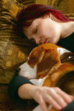 Vrouw met puppy Royalty-vrije Stock Foto's