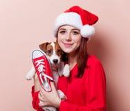 Vrouw met puppy Stock Fotografie