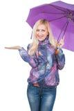 Vrouw met purpere paraplu Royalty-vrije Stock Foto