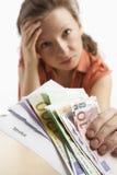 Vrouw met rekening en geld Royalty-vrije Stock Fotografie