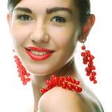 Vrouw met rode aalbes stock afbeeldingen
