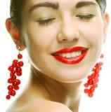 Vrouw met rode aalbes royalty-vrije stock afbeeldingen