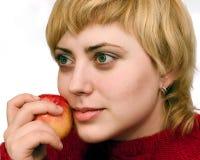Vrouw met rode appel Royalty-vrije Stock Afbeeldingen