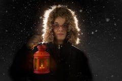 Vrouw met rode lantaarn Royalty-vrije Stock Foto's