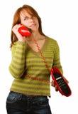 Vrouw met rode telefoon stock afbeelding