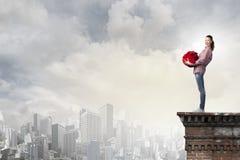 Vrouw met rode zak Royalty-vrije Stock Fotografie