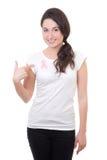 Vrouw met roze die kankerlint op de borst op witte bedelaars wordt geïsoleerd Royalty-vrije Stock Afbeelding