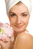 Vrouw met roze lelie royalty-vrije stock afbeelding