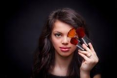 Vrouw met samenstellingsborstels Stock Afbeeldingen