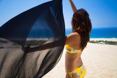 Vrouw met sarongen Royalty-vrije Stock Foto's