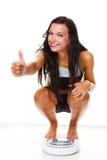 Vrouw met schalen na een succesvol dieet Royalty-vrije Stock Afbeelding