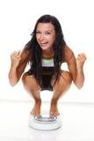 Vrouw met schalen na een succesvol dieet Royalty-vrije Stock Foto's