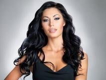 Vrouw met schoonheids lang haar Stock Foto