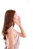 Vrouw met schort die of iets aankondigen vertellen Stock Fotografie