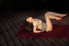 Vrouw met sexy benen Royalty-vrije Stock Afbeeldingen