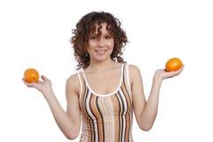 Vrouw met sinaasappelen. Royalty-vrije Stock Afbeeldingen