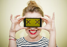 Vrouw met smartphone Royalty-vrije Stock Fotografie