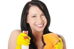 Vrouw met spons en nevel stock afbeeldingen
