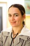 Vrouw met stethoscoop Royalty-vrije Stock Afbeeldingen