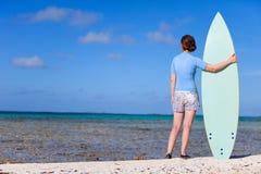 Vrouw met surfplank Royalty-vrije Stock Afbeelding