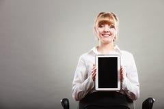 Vrouw met tablet De lege ruimte van het het schermexemplaar Stock Foto's