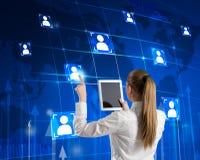 Vrouw met tablet en communicatie pictogrammen Stock Fotografie