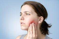 Vrouw met tandpijn Royalty-vrije Stock Foto's