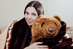 Vrouw met teddybeer royalty-vrije stock foto's