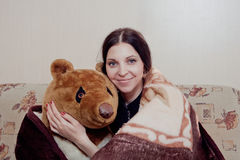Vrouw met teddybeer stock foto's